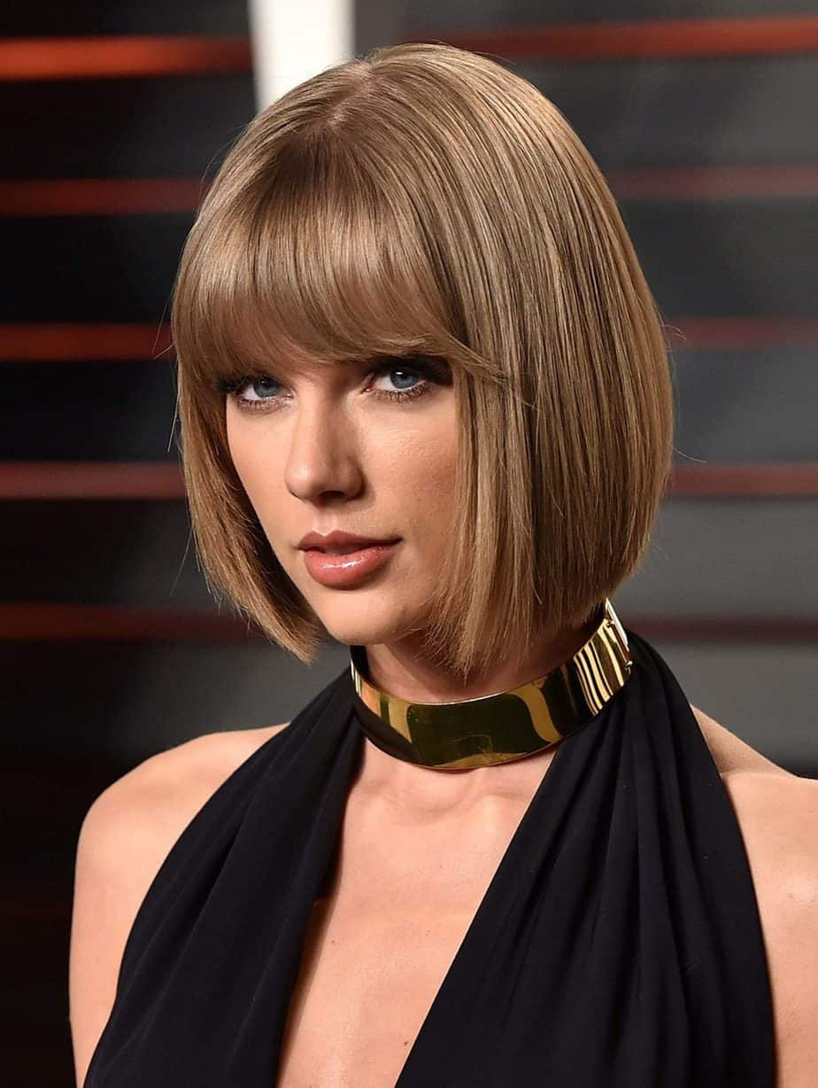 Stylish Middle Hair with Bangs 2021 Super Sleek Bob