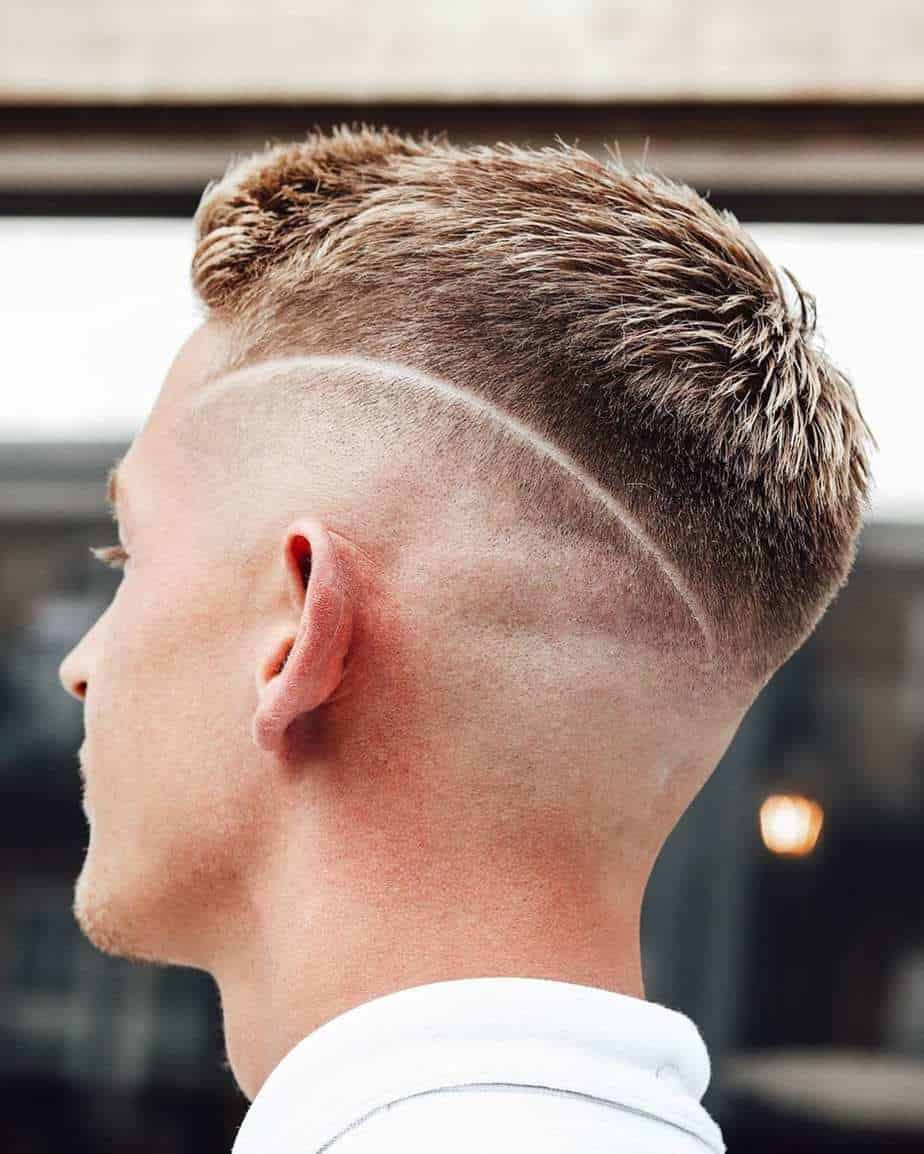 men short hair 2021 a classic taper cut with shaved line