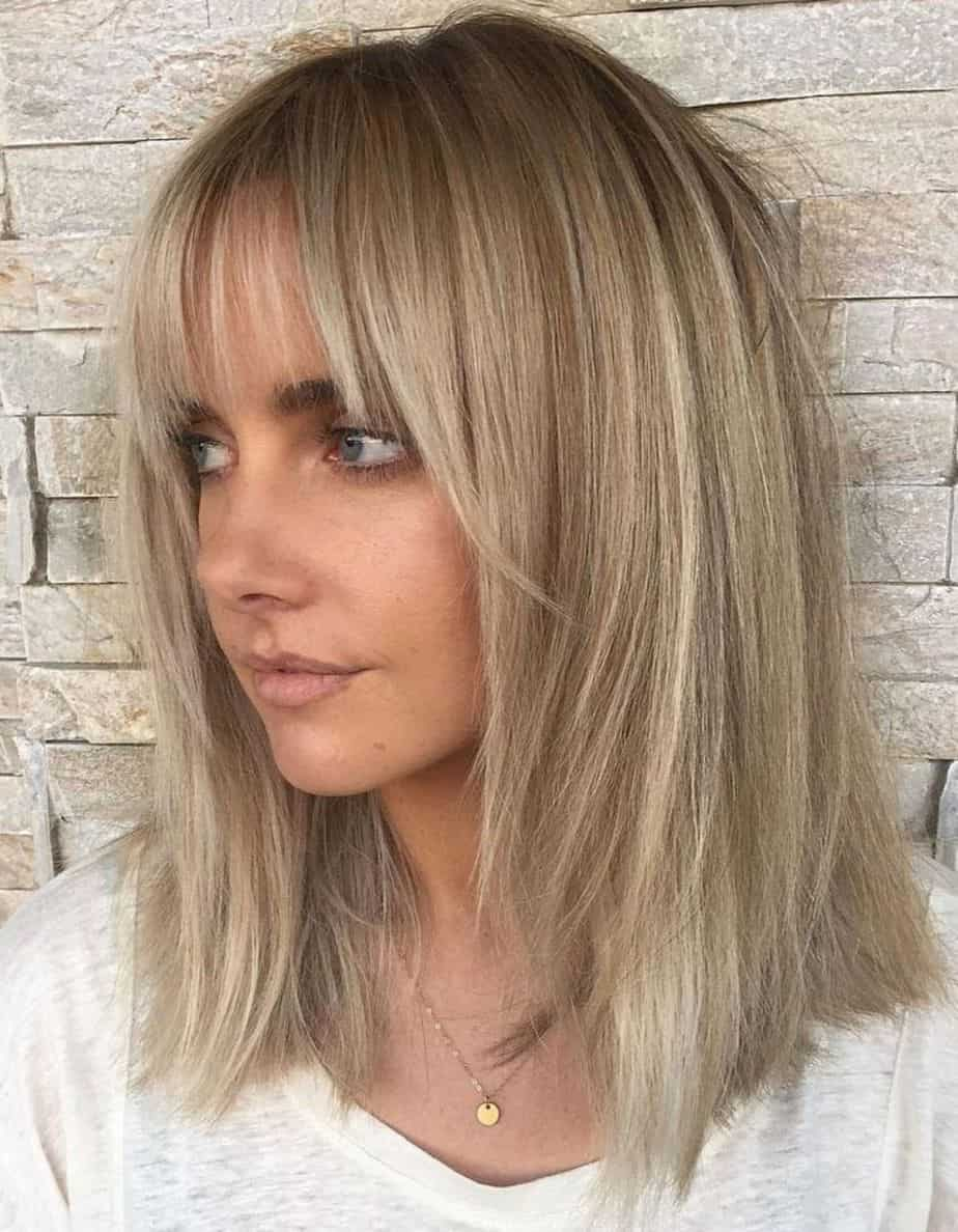 Medium Straight Hairstyles 2021 - Shoulder Cut with Bangs