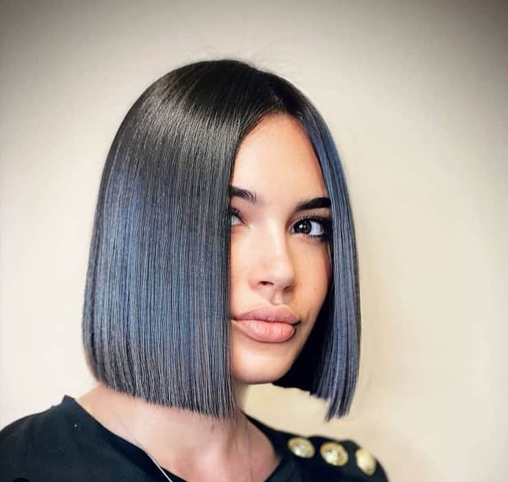 Medium-Length Hairstyles for Round Faces 2022