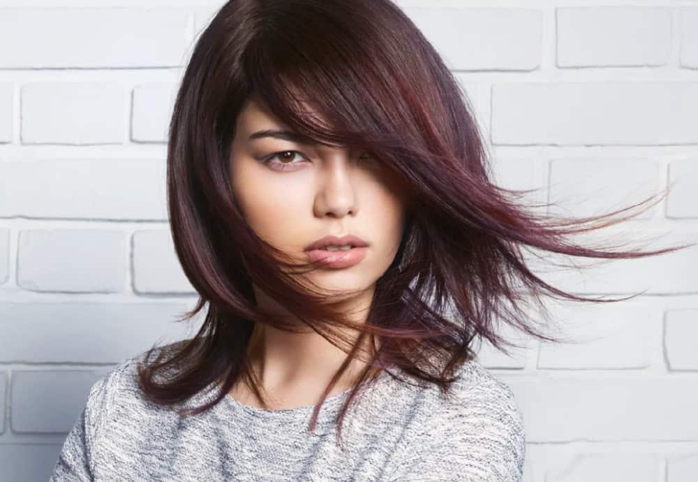 Medium-Length Haircuts 2022: Cascading Layers